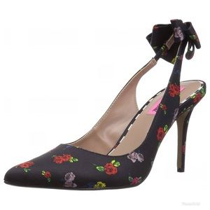 Betsy Johnson 8 remy floral bow back sling pump